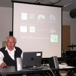 Hans G. Weidinger beim Vortrag: Weltklang der Kristalle, 2012.